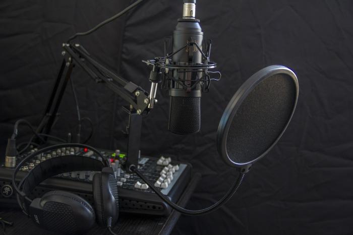 microphone-616788_1920